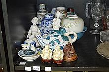 A PART SHELF OF CHINESE CERAMICS INCL. BLUE AND WHITE, TEAPOT ETC