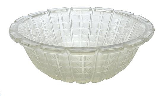 A RENE LALIQUE ACACIA No 2 PATTERN OPALESCENT GLASS BOWLMODEL INTRODUCED 1928