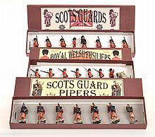 3 X BRITAINS SETS INCLUDING NO.69 PIPERS AND SCOTS GUARDS PRE 1939, ONE ON ROUND BASE;
