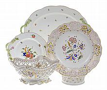 FOUR PIECES OF HEREND PORCELAIN