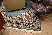 A PERSIAN STYLE FLOOR RUG IN BLUE AND CREAM PATTERNS