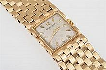 A LADIES JAEGER LE COULTRE MANUAL WIND WRISTWATCH TO A 9CT GOLD CASE AND CONFORMING BRACELET BANDS