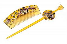 A JAPANESE GILT LACQUERED HAIRCOMB AND PIN,