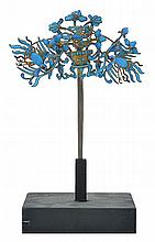 AN EARLY 20TH CENTURY KINGFISHER FEATHER HAIRPIN, modelled as two phoenixes carrying a basket of flowers