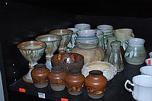 PART SHELF OF ASSORTED AUSTRALIAN POTTERY INCL. DYSON AND PHIL DUNN