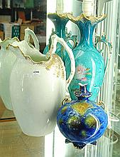 A COLLECTION OF PORCELAIN INCL. A TURNER TUNSTALL CHAMBER POT, ELECTRIFIED VICTORIAN LAMP, ETC.