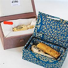 A COLLECTION OF IVORY CARVINGS INCL. TWO SNUFF BOTTLES, BOTH BOXED