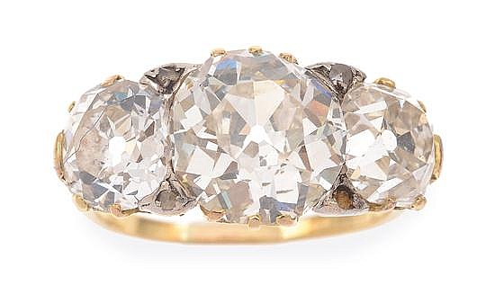 AN IMPRESSIVE THREE STONE DIAMOND RING