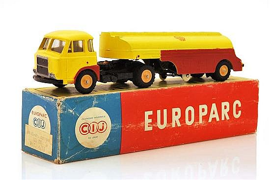 CIJ (FRANCE) EUROPARC 4/69 RENAULT PETROL TANKER 'SHELL', YELLOW AND RED CAB AND TANKER (E BOX F)
