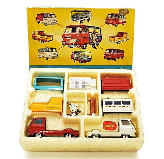 CORGI CONSTRUCTOR GIFT SET 24 COMMER 3/4 TON CHASSIS WITH OPERATING MANUAL (VG-E BOX G)