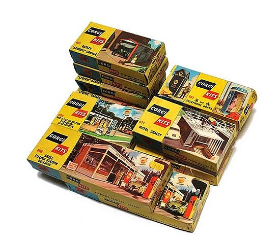 ELEVEN CORGI KITS INCLUDING 4 X 601; 2 X 602; 2 X 608; 1 X 609; AND 2 X 611, UNCHECKED (E-M BOXES VG-M) (11)
