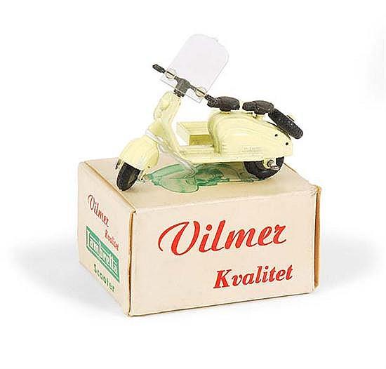 VILMER KVALITET LAMBRETTA SCOOTER, CREAM (E BOX VG-E)