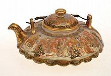 JAPANESE SATSUMA HEAVILY GILDED TEAPOT WITH A SCALLOPED BODY, POSSIBLY HATTORI, RESTORED LID, 7CM TALL