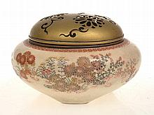 JAPANESE SATSUMA KORO WITH FLORAL SURROND AND PIERCED BRASS LID, 8CM HIGH, 12.5CM WIDE