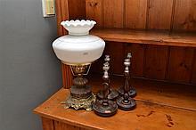 A VINTAGE HAT BOX, FOUR CANDLESTICKS AND A KEROSENE LAMP