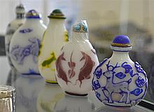 FIVE CHINESE SNUFF BOTTLES INCL. GLASS AND PORCELAIN