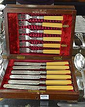 A VICTORIAN SET OF SILVER PLATED FLATWARE IN ORIGINAL VELVET LINED BOX