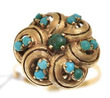 A TURQUOISE DRESS RING IN GOLD