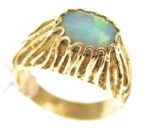 A HAND CARVED SOLID OPAL SET RING, IN 18CT GOLD