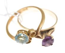 AN AMETHYST RING IN 9CT GOLD WITH A VINTAGE ZIRCON RING IN 15CT GOLD