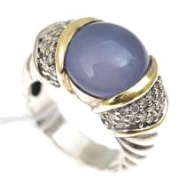 A CHALCEDONY AND DIAMOND RING IN SILVER AND GOLD