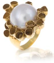 A MABE PEARL AND GOLD RING