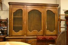 A LARGE PROVINCIAL STYLE BOOKCASE CABINET WITH THREE MESH FRONTED DOORS