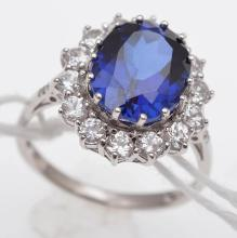 A BLUE STONE AND CLEAR STONE CLUSTER RING, STAMPED STERLING SILVER