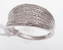 A DIAMOND DRESS RING, STAMPED STERLING SILVER