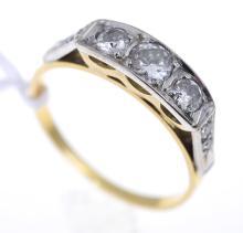 AN ANTIQUE THREE-STONE DIAMOND RING