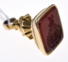 A VICTORIAN CARVED CARNELIAN SEAL IN 15CT GOLD
