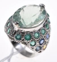 A FLUORITE EMERALD AND SAPPHIRE RING IN STERLING SILVER