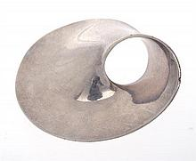 A MOBIUS BROOCH BY GEORG JENSEN
