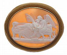 AN ANTIQUE CAMEO BROOCH