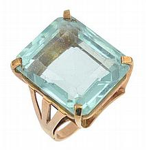 AN AQUAMARINE COCKTAIL RING