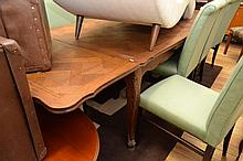 A FRENCH PROVINCIAL STYLE OAK EXTENSION TABLE WITH PARQUETRY TOP (SOME DAMAGE TO TOP)