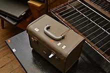 AN ARGUS 300 PROJECTOR IN CASE   AN ARGUS 300 PROJECTOR IN CASE