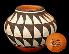 W. Aragon Native American Acoma Pottery Seed Pot