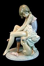 Lladro Porcelain #5689 - Can I Help?