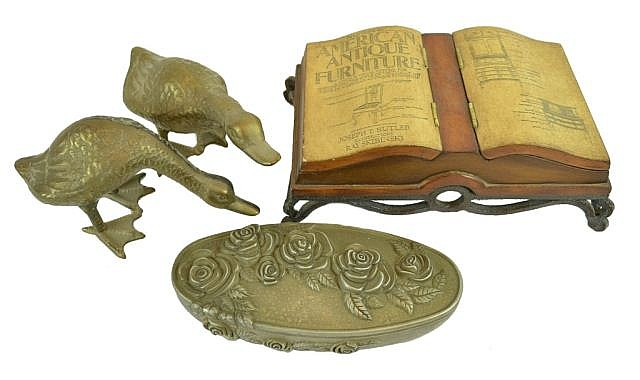Decorative metal items. Ducks, jewelry boxes.