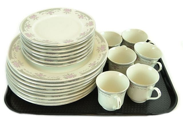 Lot of china by Dynasty.
