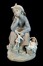Lladro Porcelain Figurine 1211 - Girl with Doll