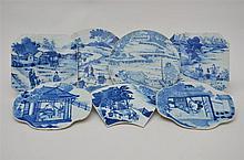 Sept plaquettes en porcelaine de Chine blancbleue