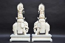Paire de Guanyins sur éléphants en ivoire  (65x32x16)