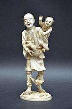 Okimono japonais en ivoire 'paysan' (h19)