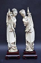 Deux dames au plateaux en ivoire (h30)