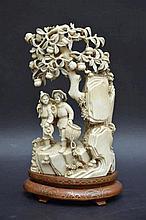 Sculpture chinoise en ivoire 'enfants' (18x11)