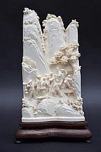 Sculpture chinoise en ivoire 'personages dans les montagnes'