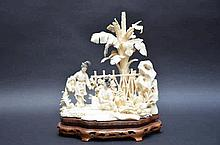 Sculpture chinoise en ivoire 'femmes au lavoir'