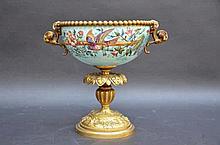 Coupe decorative en bronze émaillé (h22)